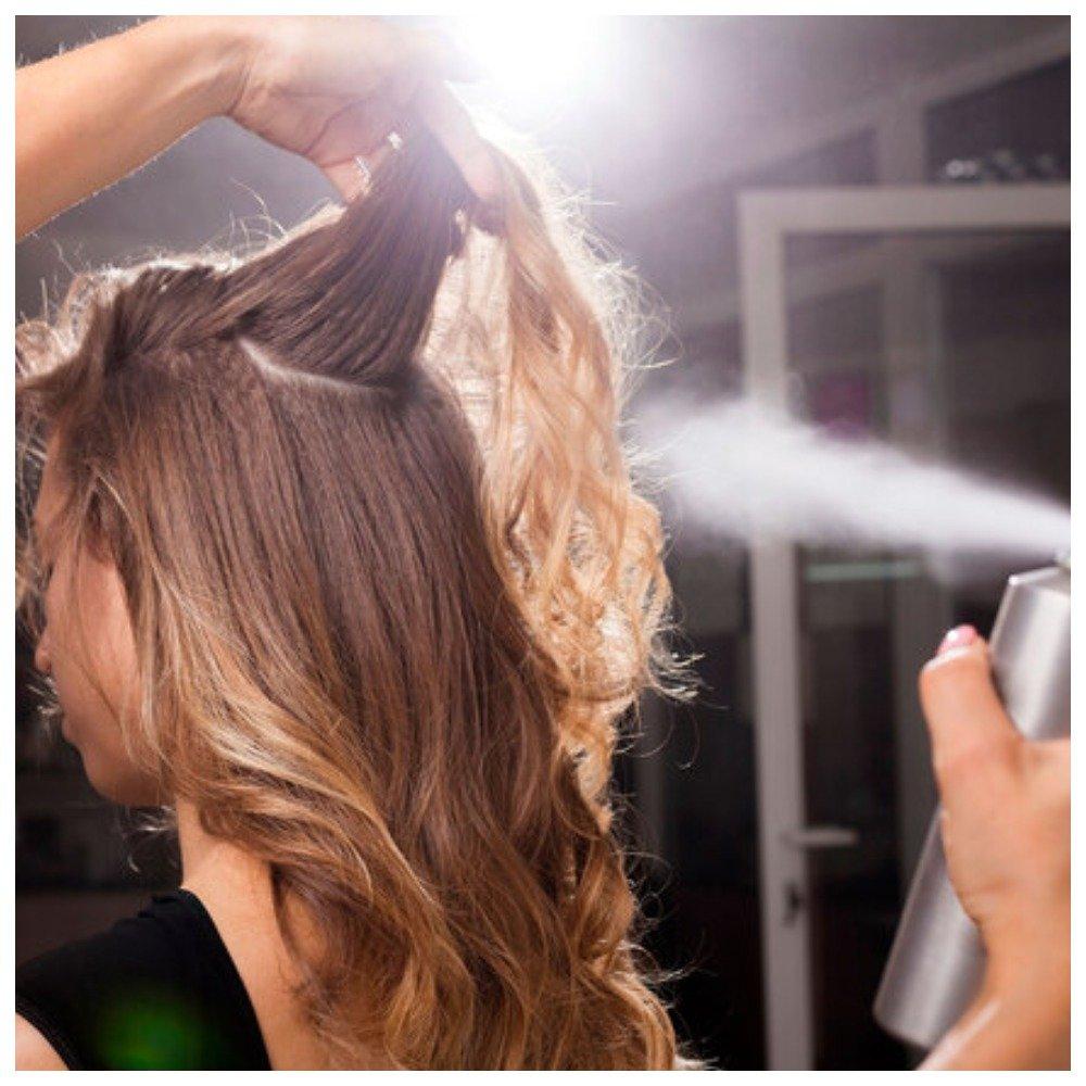 Брызгать волосы лаком