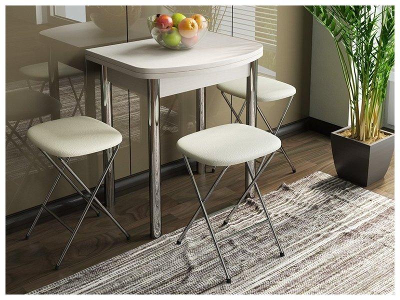 Стол с табуретами на кухне