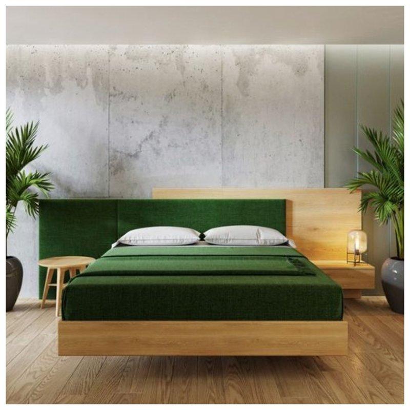 Спальня с разными тумбами
