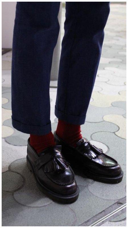 Как сочетать носки с брюками
