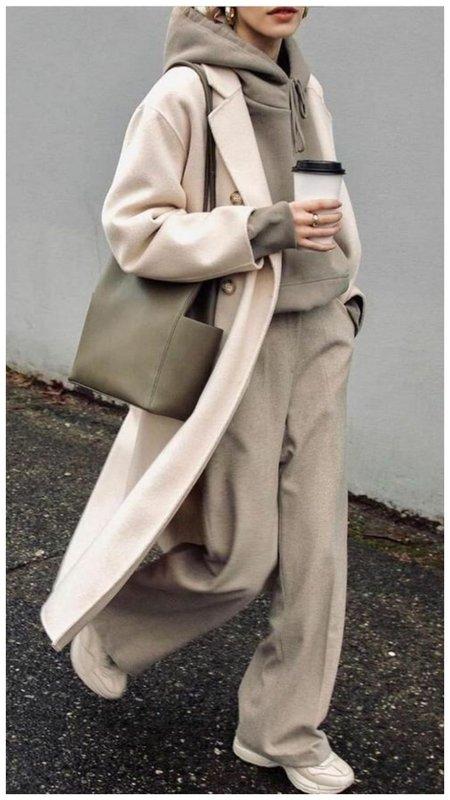 как носить пальто и спортивный костюм