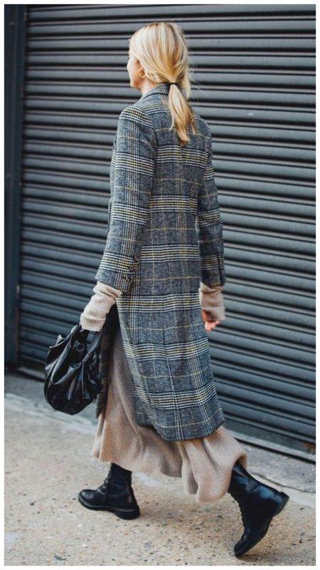 Ботинки и трикотажное платье