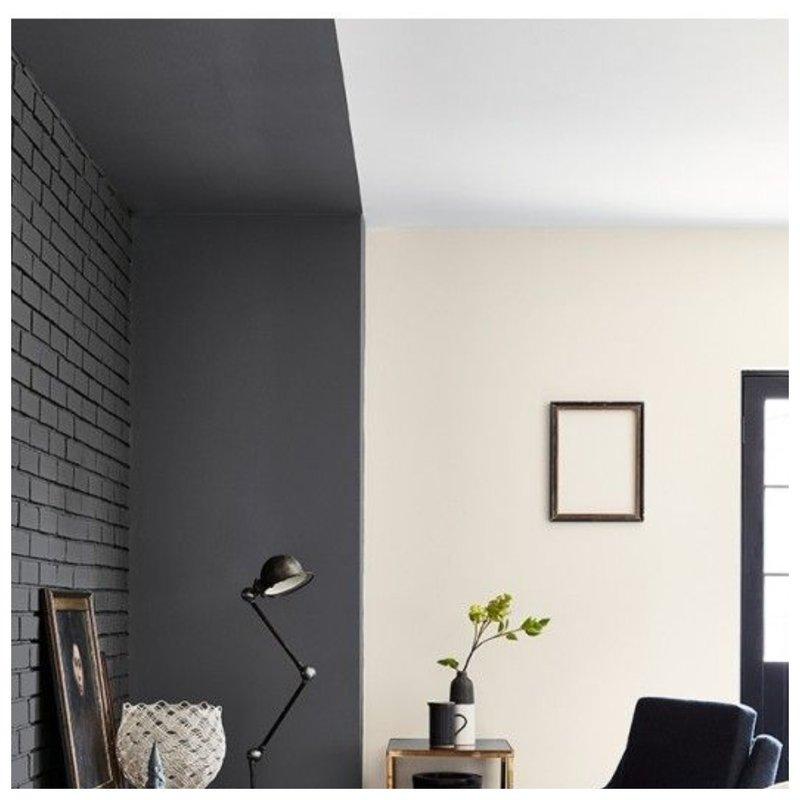 Цветной потолок в комнате